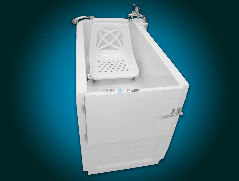SENSATION - assisted slide-in bath with movable seat [front upper view with seat]