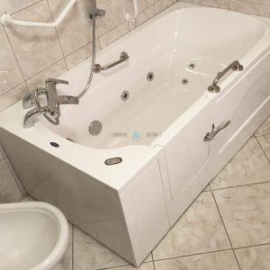 IMPRESSION PLUS - walk-in tub for multigenerational family [customer bathroom view]