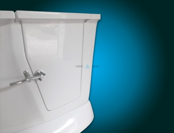 MODERN - small freestanding walk-in bath with seat [view with closed door]