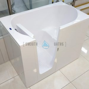 ELEGANCE - walk-in bathtub on display in Dublin showroom [BathStore and More]